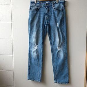 Man distress jeans